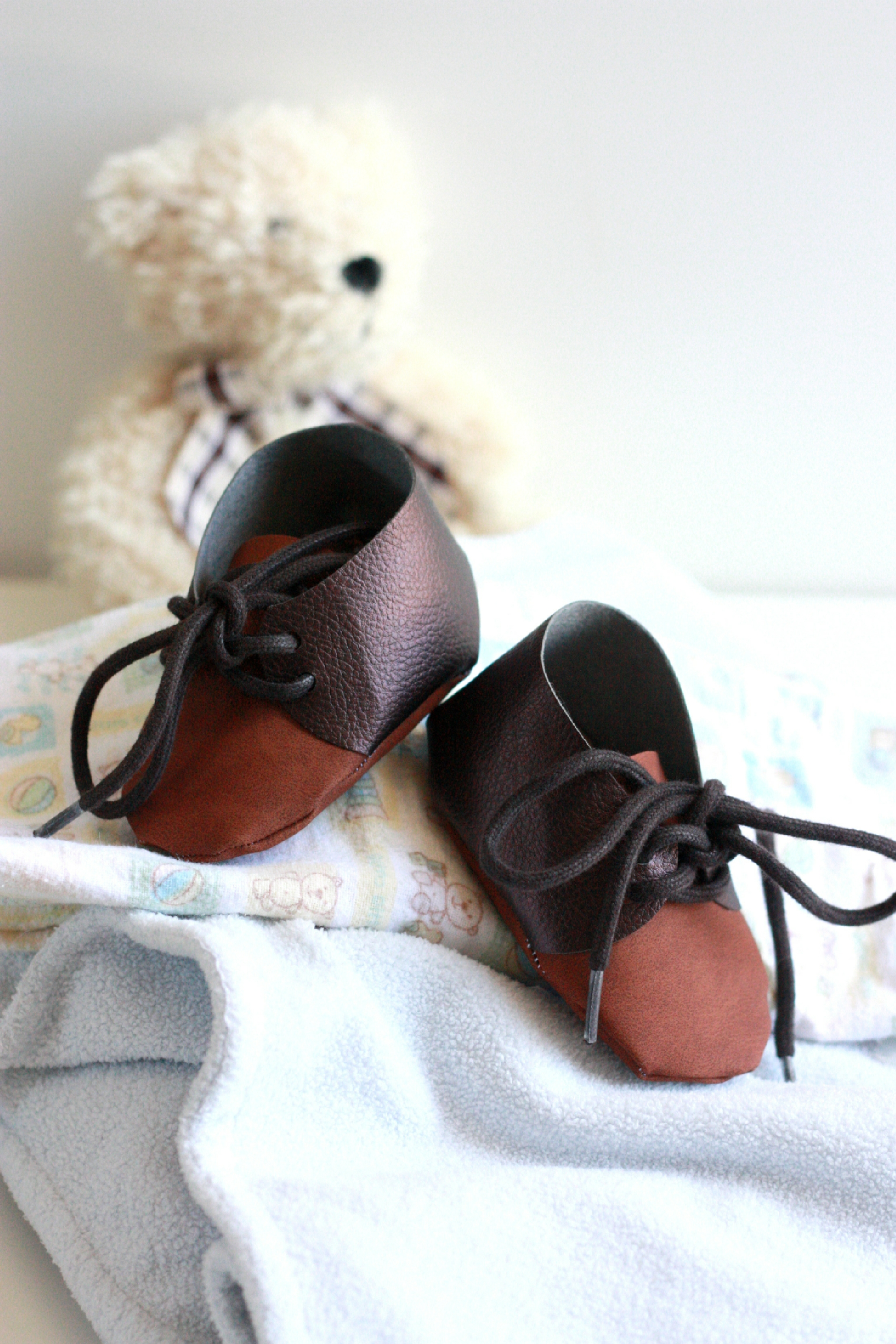 FAUX LEATHER BABY SHOES WITH CRICUT